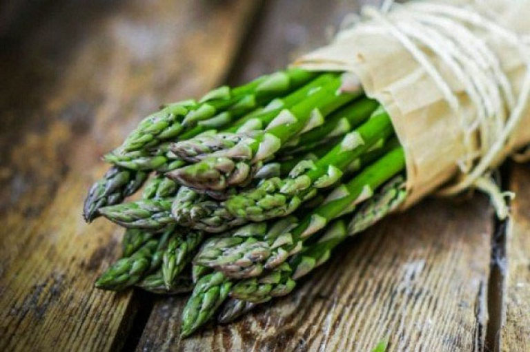 trị sỏi thận hiệu quả với măng tây